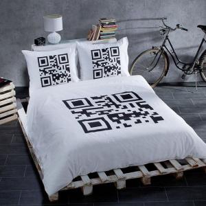 Komplet pościeli Code wykonany z satyny bawełnianej. Fot. Dekoria.
