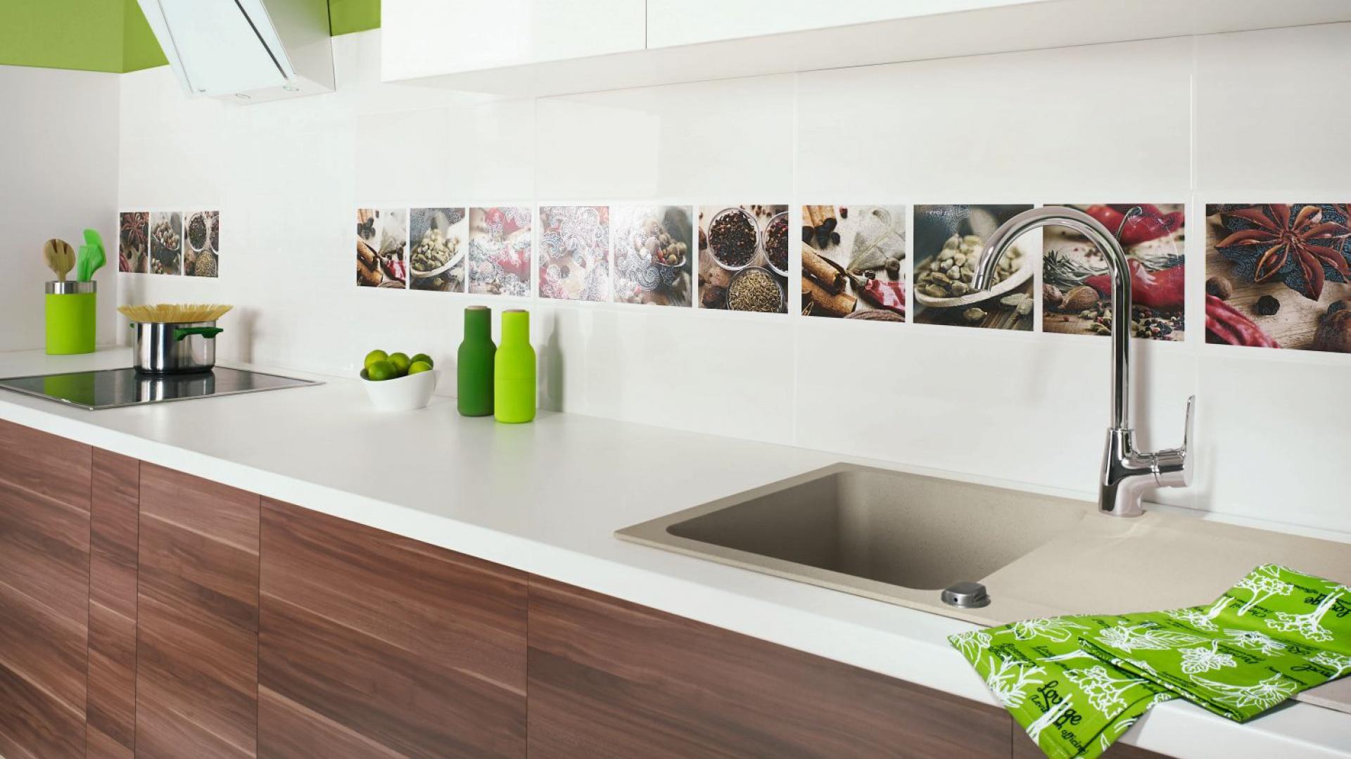 Wielobarwne inserty z Płytki do kuchni postaw na