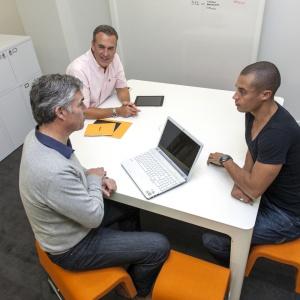 Firma duży nacisk kładzie również na aspekty psychologiczne i estetyczne środowiska pracy, dzięki czemu biuro zyskuje na atrakcyjności i utrwala pozytywny wizerunek pracodawcy. Fot. Kinnarps.