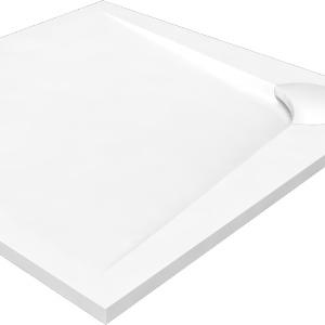 Elegancki brodzik do półokrągłej kabiny prysznicowej to model idealny do montażu w narożniku np. małej łazienki w bloku. Na zdjęciu: model z kolekcji Boomerang. Fot. Vayer.