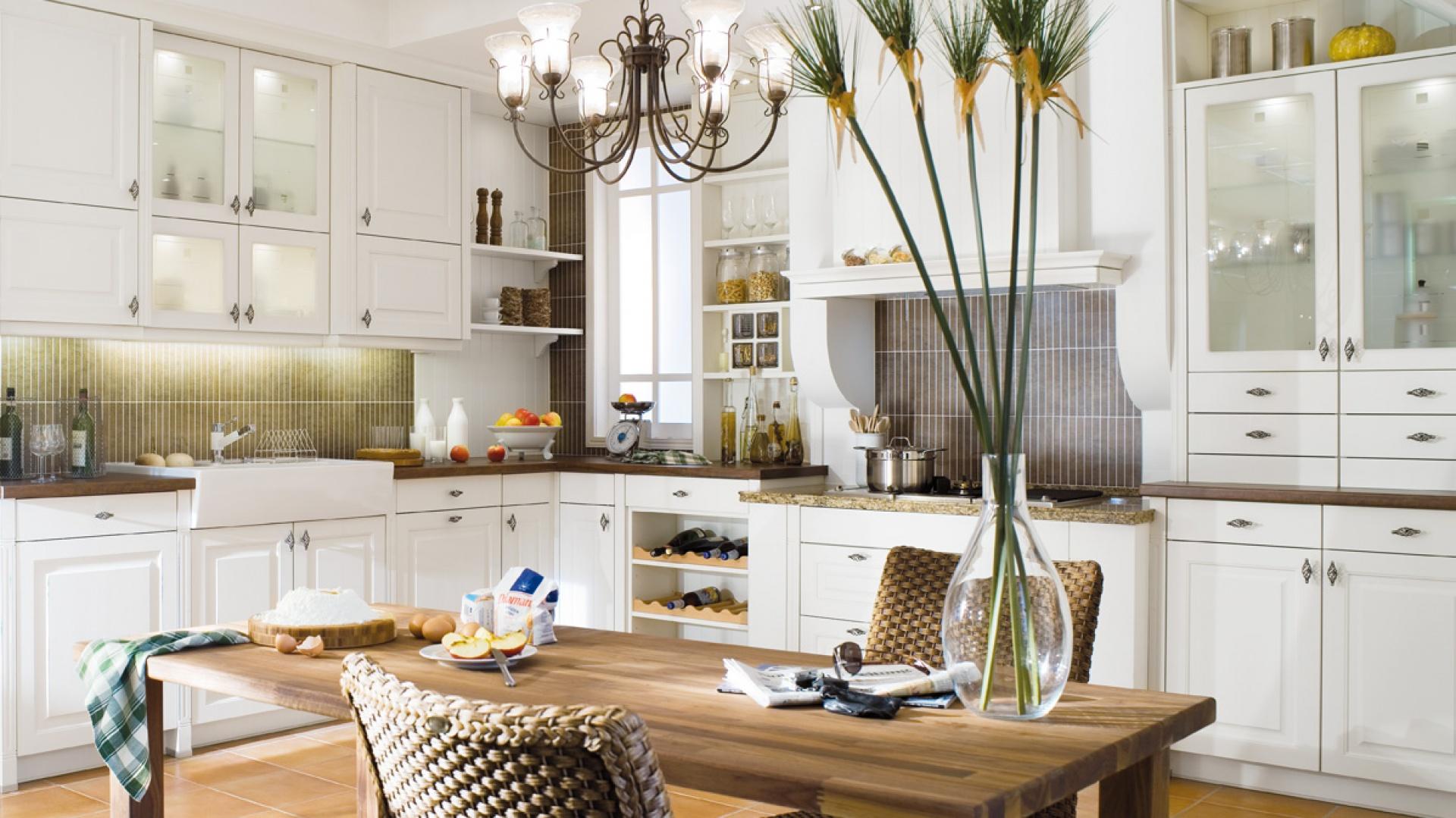 Kuchnia Stockholm to Biała klasyczna kuchnia 5   -> Kuchnie Z Uchwytami