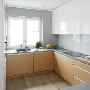 Kuchnia na planie litery G zapewnia łatwy dostęp do wszystkich schowków i sprzętów.