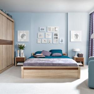 Ciepłe i jasne wybarwienie mebli do sypialni z kolekcji Oren wprowadza do wnętrza spokojny nastrój. Charakteru dodają meblom wstawki w ciemniejszym kolorze. Fot. Black Red White.