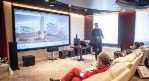 Szkolenie, które zgromadziło architektów i projektantów, odbyło się 17 października w Sali Kinowej Pure Sky Club, warszawskiego klubu biznesu. Samo miejsce zostało przystosowane i wyposażone w system sterowania, zaprojektowany przez prowadzącego