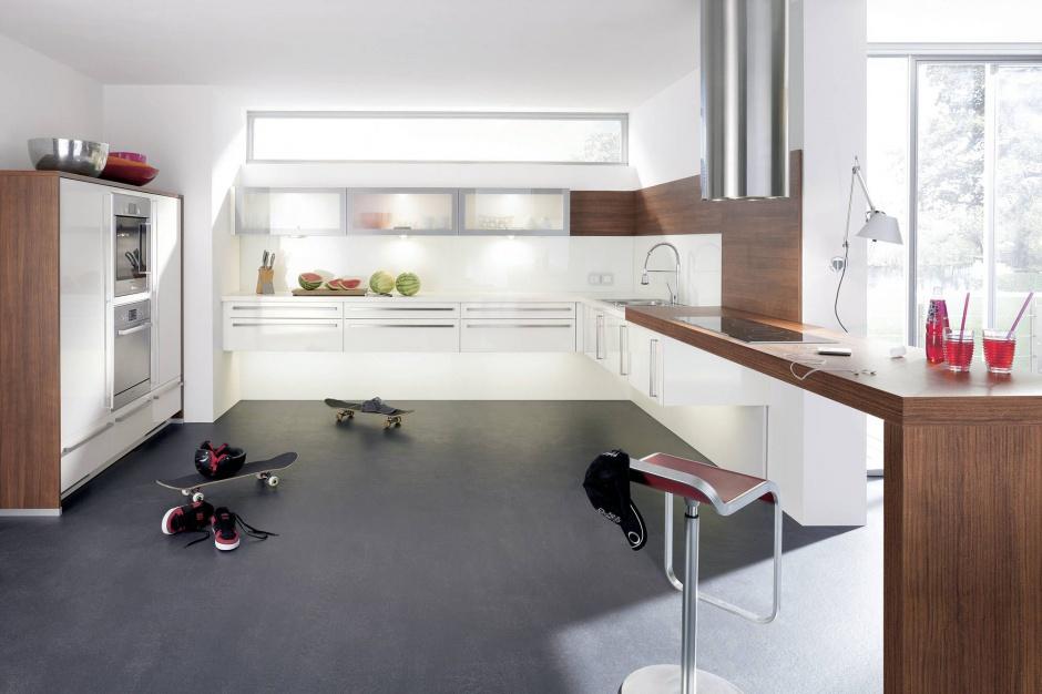 Białe fronty kuchenne Biała kuchnia ocieplona drewnem   -> Kuchnia Biala Ocieplona Drewnem