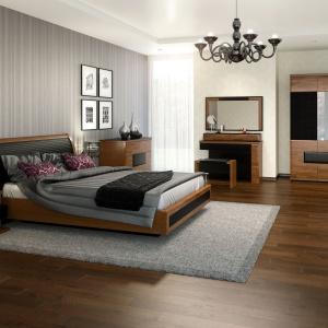Sypialnia Verano prezentuje się elegancko. Piękne dekory drewna połączono z elementami czerni. Fot. Mebin.