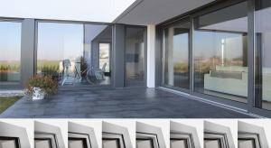 Drewniana rama i skrzydło okna chronione są warstwą aluminium, którą można kształtować w jednym z 8 wzorów kolekcji Gemini - od tradycyjnych, po proste, nowoczesne kształty.