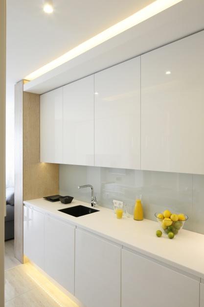 Ściana jest wykończona Mała kuchnia w bloku Zobacz