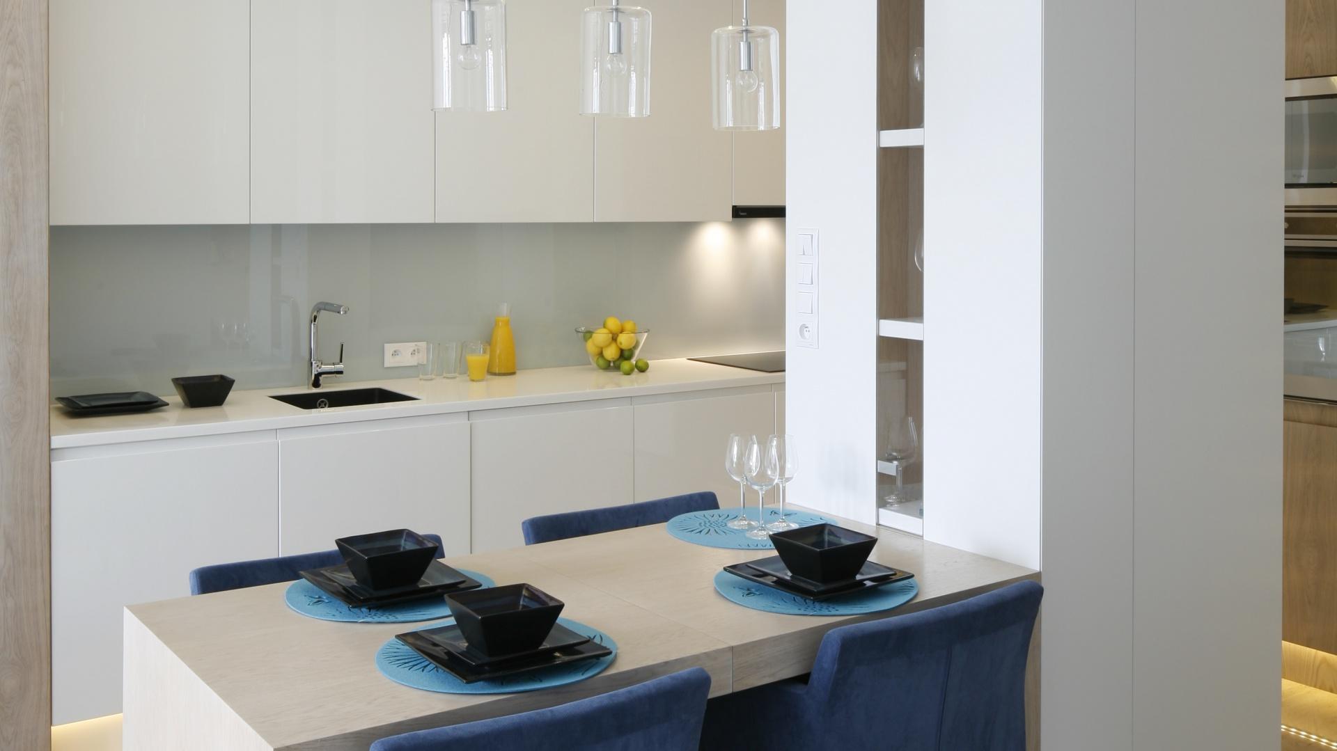 Stół zamocowano jednym Mała kuchnia w bloku Zobacz   -> Mala Kuchnia Aranżacja Wnetrza