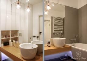 Kolory ziemi wykorzystane w łazience urozmaicone zostały o oryginalną nablatową umywalkę i metalową ażurową lampkę.