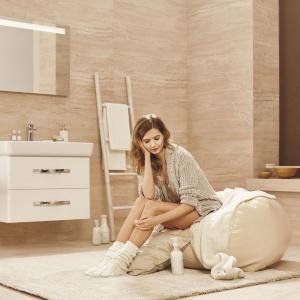 Urban Harmony to klasyczna linia wyposażenia łazienki marki Opoczno, w której znajdziemy także białe szafki. Fot. Opoczno.