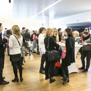 Forum Dobrego Designu to doskonały czas na dyskusje, rozmowy, wymianę doświadczeń, rozpoczęcie współpracy czy nawiązanie kontaktów. Fot. Bartosz Jarosz.