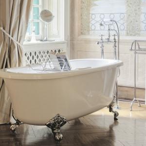 Jak w angielskiego pałacu - wanna akrylowa Hampton firmy Gentry Home. Cena: od ok. 10.000 zł. Fot. Gentry Home.