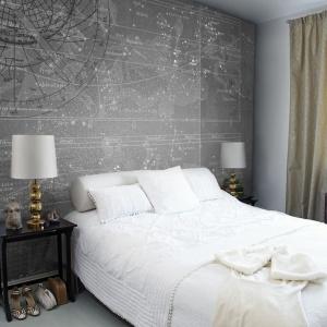 Tapeta z motywem gwiezdnej mapy do propozycja do męskiej sypialni. Nada jej gustu i klasy. Fot. Mr Perswall.