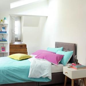 Aby wprowadzić do sypialni energię, warto zastosować wesołe kolory. Kolorowa pościel może być wspaniałym dodatkiem ożywiającym wnętrze. Fot. Marks and Spencer.