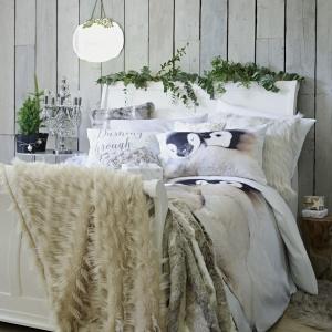 Puszyste narzuty dodadzą aranżacji sypialni ciepła i sprawią, że pomieszcznie stanie się wyjątkowo przytulne. Fot. Bhs.