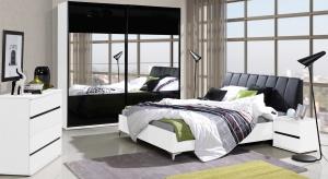 Aranżacja sypialni wcale nie musi być droga. W galerii prezentujemy modne łóżka za mniej niż 1.200 zł.
