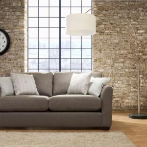 Sofa Babylon marki Primavera oferuje niepowtarzalny design, który nie tylko zaciekawia swoją niepowtarzalnością, ale stanowi również praktyczny i funkcjonalny element aranżacji wnętrza. Charakteryzuje się niespotykanym połączeniem prostej formy z klasyczną elegancją. Fot. Primavera/Galeria Antresola.