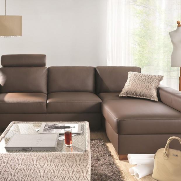 5 pomysłów na sofę w czekoladowym brązie
