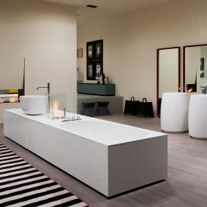 Kominek przystoswany do montażu na blacie umywalkowym - Exelen firmy Antonio Lupi (proj. Gabriela i Oscar Buratti). Fot. Antonio Lupi.