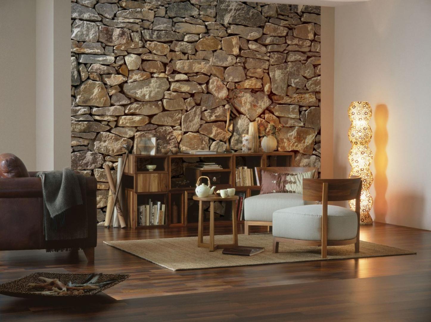 Imitacja naturalnego kamienia wprowadzi do wnętrza odrobinę przytulności. Fot. Castorama.