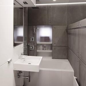 Mała łazienka w bloku z betonowymi płytami zamiast płytek. Projekt: Marcin Lewandowicz. Fot. Monika Filipiuk-Obałek.