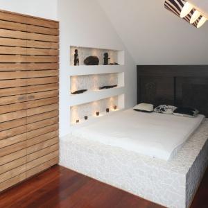 Gotowe meble nie zawsze odpowiadają naszym wymaganiom. Łóżko wykonane według własnego projektu będzie nie tylko doskonale dopasowane do naszych potrzeb, ale również stanie się ozdobą wnętrza. Projekt: Katarzyna Mikulska-Sękalska. Fot. Bartosz Jarosz.