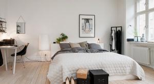 Styl skandynawski w sypialni to modny trend. Zobaczcie, jak urządzić stylową, jasną przestrzeń do spania.