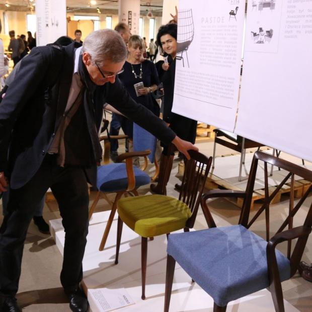 Siedzący Holender – wystawa mebli na Targach Rzeczy Ładnych
