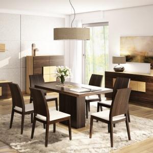 Piękne połączenie dwóch kolorów drewna - ciemnego i jasnego, z tapicerowanymi siedziskami krzeseł w jasnobeżowej barwie. Fot. Agata Meble, kolekcja mebli Elegance.