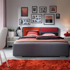 Kolekcja Possi. Tkaninę obiciową łóżka oraz wykończenie zagłówka można dowolnie modyfikować. Fot. BRW.