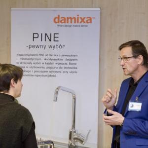 Stoisko firmy Damixa: na pytania architektów i projektantów wnętrz odpowiada Leszek Siarkiewicz.