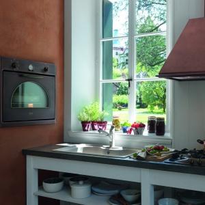 Piekarnik Country i płyta Country doskonale prezentują się w kuchniach w stylu klasycznym oraz retro. Fot. Franke.