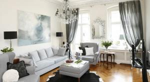 Jak urządzić elegancki salon? Z pomocą przyjdą stonowane kolory - uniwersalna biel i modne szarości.