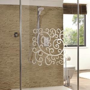 Dzięki różnym wariantom montażowym, można ją indywidualnie dopasować do kształtu łazienki – kabina Walk-In Studio Paris Elegance firmy Hüppe. Fot. Hüppe.