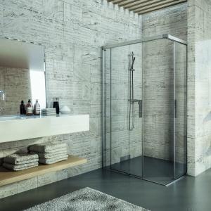 Do zabudowy w nietypowych wnękach – kabina prysznicowa Bella Vita 3 firmy Duscholux. Fot. Duscholux.