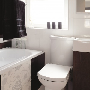 W wannie można się się kąpać jak pod prysznicem. Powierzchnia: około 3 m². Projekt: Małgorzata Brewczyńska. Fot. Michał Jesse.
