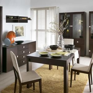 Geometryczny design pozwala uporządkować przestrzeń. Uniwersalna kolekcja mebli do pokoju dziennego i jadalni Dakota pozwala zaaranżować niewielką przestrzeń. Pojemne i funkcjonalne elementy zostały zaprojektowane w minimalistycznym, współczesnym stylu. Fot. Bydgoskie Meble.