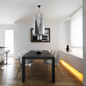 Piękne, ekskluzywne deski z linii Craft, wyprodukowane przez manufakturę Nobifloor są wykańczane ręcznie, dzięki czemu każda deska zachowuje swój unikalny, naturalny charakter. Fot. Dekorian.