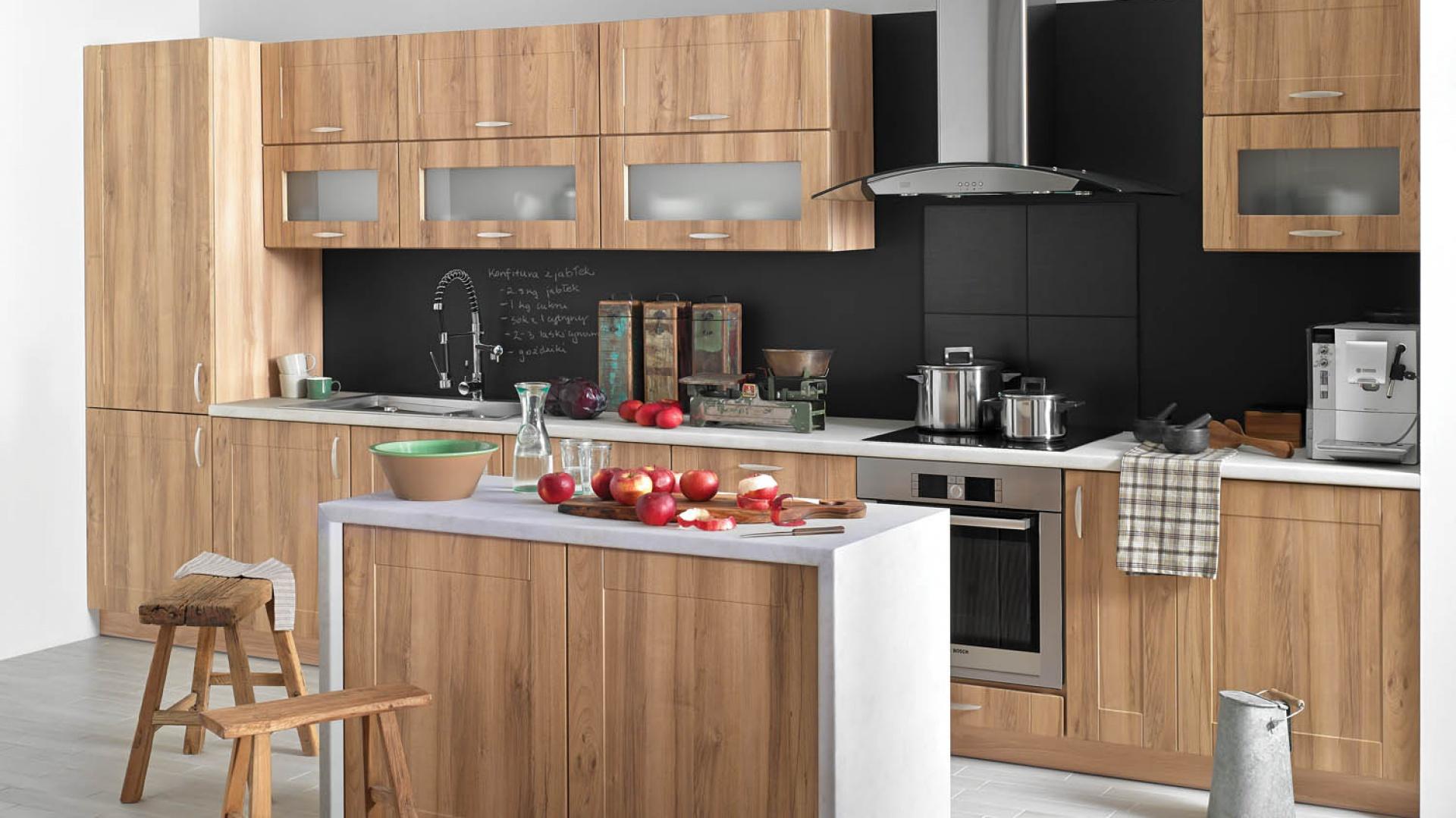 Meble w kolorze drewna Sposób na męską kuchnię drewno i czerń  Strona 4