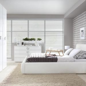 Kolekcja Roksana. W ramach zestawu dostępnych jest wiele elementów. Zagłówek łóżka zapewnia komfort wypoczynku. Fot. BRW.
