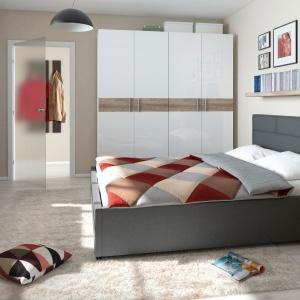 Kolekcja Kate obita szara tkaniną. Łóżko dostępne jest w czterech rozmiarach do wyboru. Fot. Black Red White.