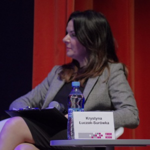 """Panel inauguracyjny """"Projektowanie a rynek"""" poprowadziła dr Krystyna Łuczak-Surówka. Fot. Piotr Waniorek."""