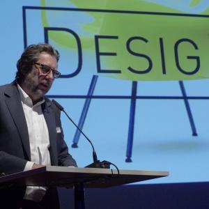 Imprezę rozpoczął Piotr Voelkel ze swoim wystąpieniem, w którym mówił o aspektach tworzenia produktów i roli kreatywności w tym procesie. Fot. Piotr Waniorek.