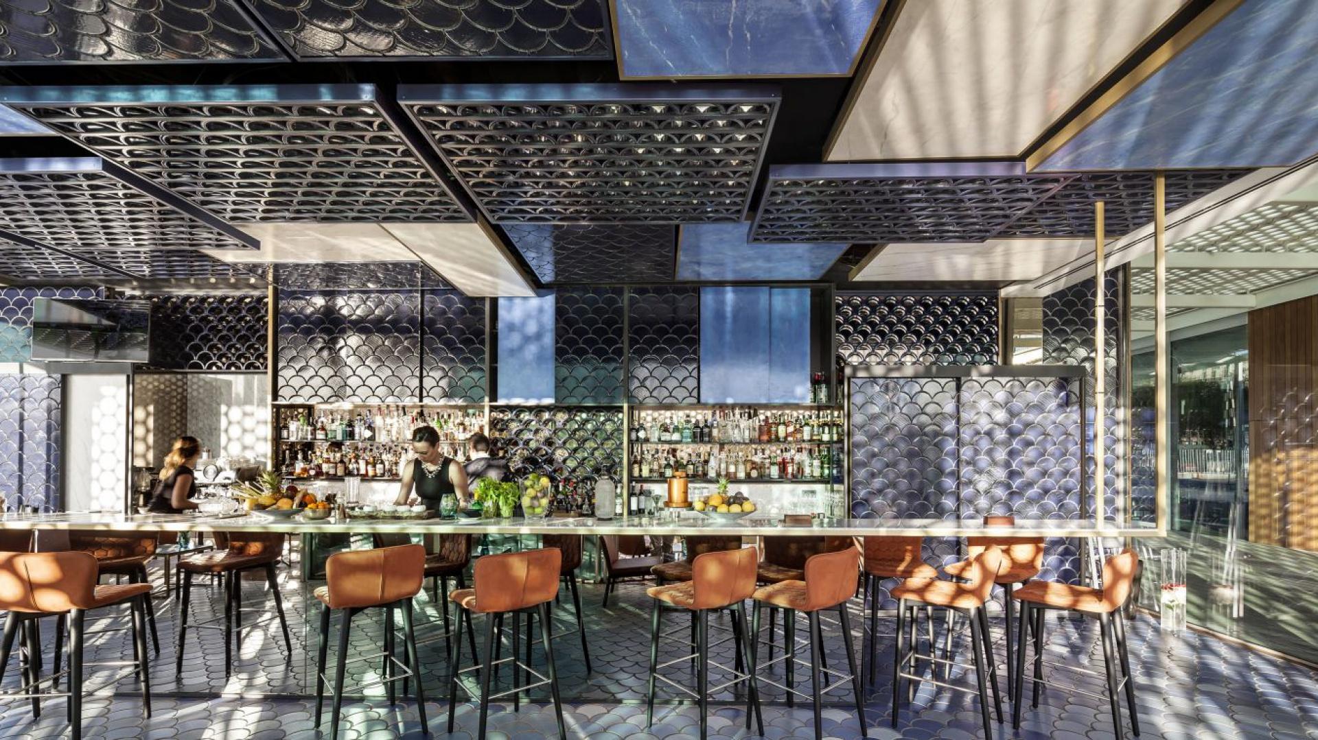 Projekt Blue Wave Coctail Bar został najwyżej oceniony w kategorii projekt wnętrz. Fot. Adria Goula