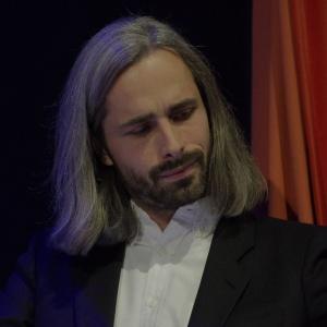 Krystian Kowalski, moderator dyskusji; projektant, założyciel pracowni projektowej Krystian Kowalski Industrial Design. Fot. Piotr Waniorek.