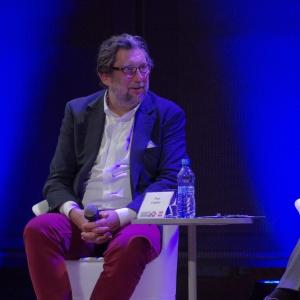 Piotr Voelkel, założyciel grupy Vox i znawca sztuki podkreślał, że najcenniejszy jest rozwój, tworzenie nowych rzeczy i projektowanie dla ludzi, którzy sami również chcą się rozwijać. Fot. Piotr Waniorek.