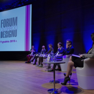 W toku dyskusji, prelegenci dzielili się swoimi spostrzeżeniami odnośnie pracy projektanta oraz pracy z projektantami. Fot. Piotr Waniorek.