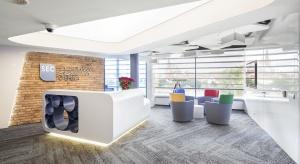 Aranżację nowego biura o powierzchni 2560 mkw. powierzono firmie Bene, europejskiemu liderowi innowacyjnych koncepcji biurowych, działającemu w Polsce od 1997 roku. Projekt przygotowany został przez warszawską pracownię ksarchitekci, która nadzoro
