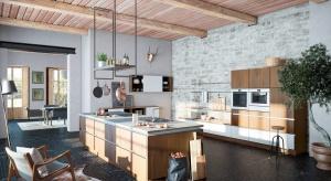 Jak w nowoczesnej kuchni stworzyć rustykalny klimat? Wystarczy sięgnąć po starą, wyblakłą cegłę, kamień i surowe drewno.